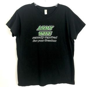 Anvil black graphic tee Army Wife Deprived Size M